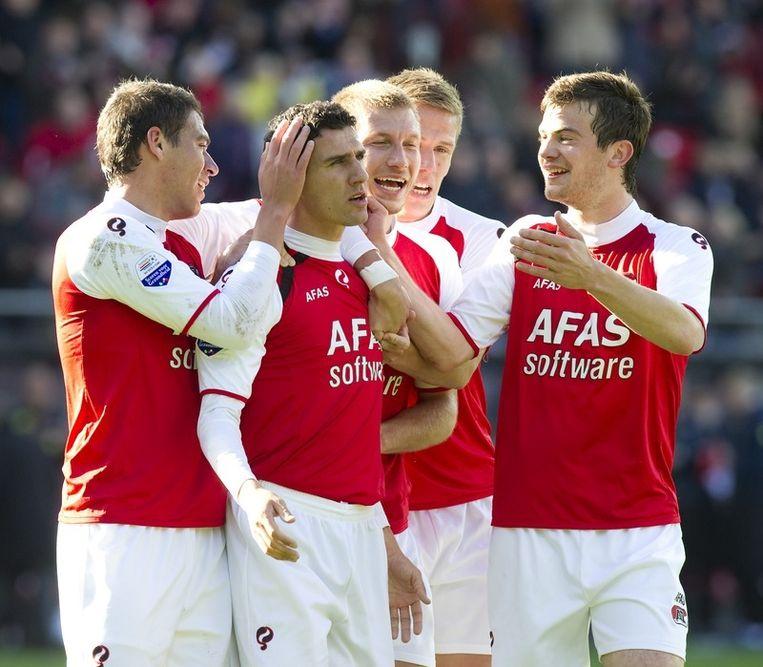 Maarten Martens (tweede van links) van AZ heeft 2-0 gescoord tegen Willem II. © anp Beeld anp