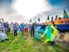 Reddingboot Prinses Margriet eindelijk op z'n plek in Ter Heijde: 'De bewoners zijn trots'