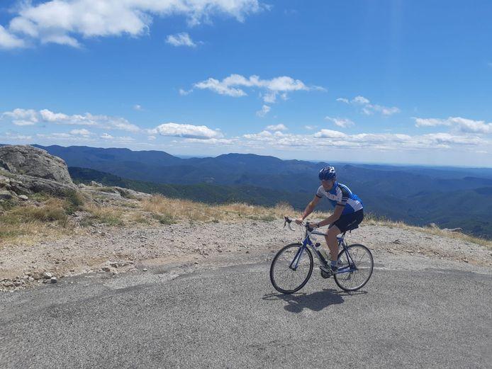 Op de fiets op een van de steilere stukken van de Col de la Lusette.