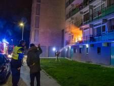 Twee tieners opgepakt voor het gooien van een brandbom op het balkon van 83-jarige man