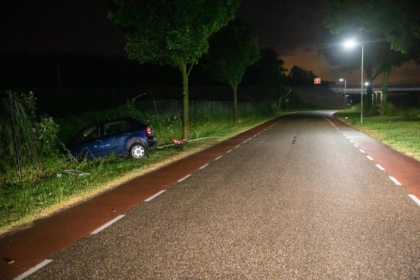 De bestuurder en eventuele andere inzittenden waren in geen velden of wegen te bekennen.