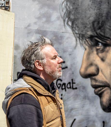 Rembrandt met spuitbus terug in Zwolle: Donovan  maakt Herman Broodportret bij de Grote Kerk