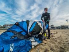 Tony (76) doet nog steeds aan kitesurfen op zee: 'Soms voel ik mijn benen niet meer'