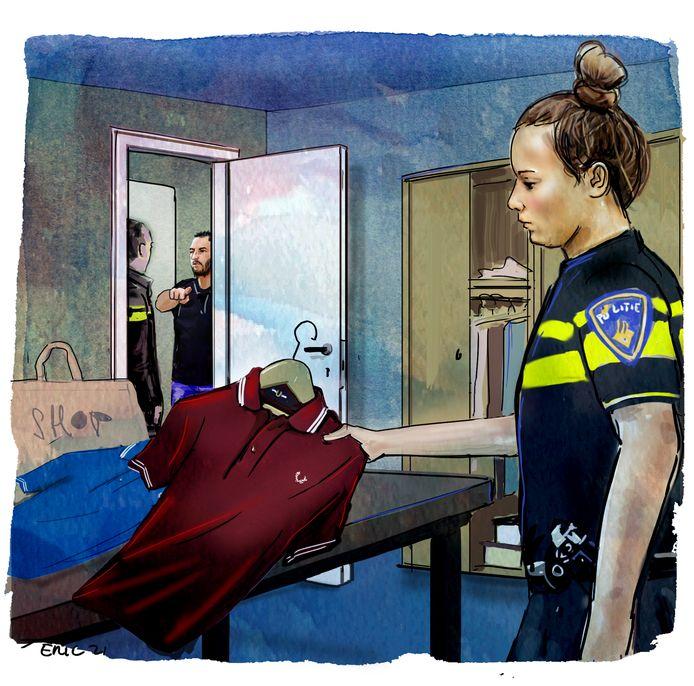 De politie trof in de woning van Rico voor honderden euro's aan shirts en andere kledingstukken met kleerhangers aan.