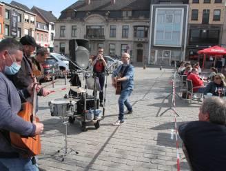 Zon en muziek zorgen voor sfeer op terrassen Izegemse Grote Markt