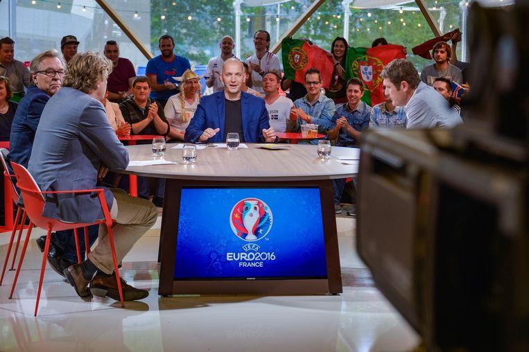 Karl Vannieuwkerke zal ook dit jaar de omkadering bij het wereldkampioenschap voetbal presenteren. Voor de rest is er echter weinig te zien op de Vlaamse kanalen.  Beeld Photo News