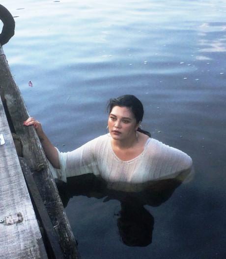 Rondvaart Giethoorn eindigt in mineur voor Taiwanese, plons! en weg zijn de vakantiefoto's