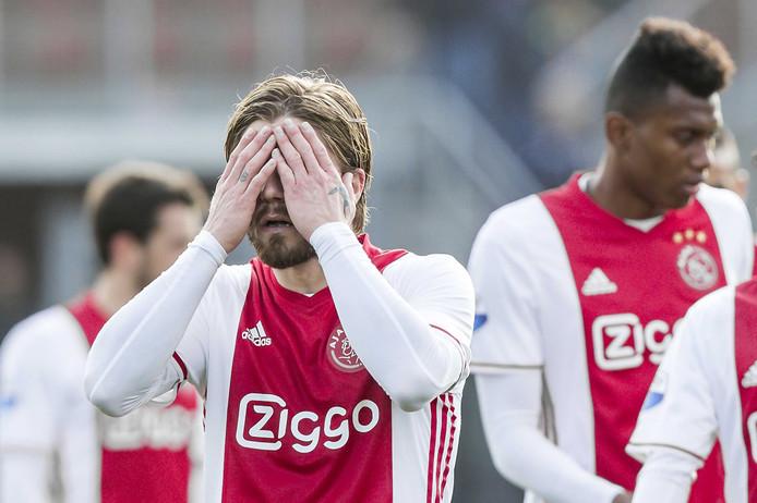Lasse Schöne druipt af in Rotterdam.