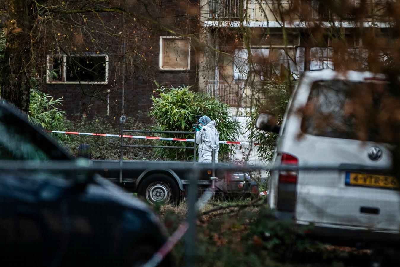 Onderzoek na het gooien van brandbommen naar een gerechtsdeurwaarder in Rheden.