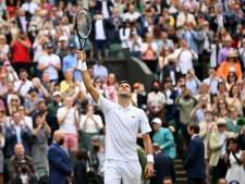 Djokovic zonder grote moeite naar tiende halve finale Wimbledon en treft Shapovalov