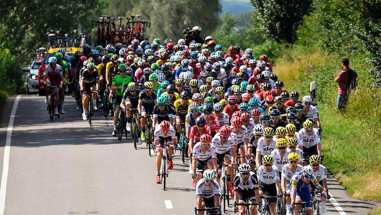 Het peloton tijdens etappe drie Beeld anp
