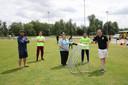 Vlnr. Faiz Essakhati, Enzo Williams, Cissie Maas, Michelangelo Zuliani en Mike Sleegers op het terrein van HVV Helmond. Ze zijn allen betrokken bij de club.