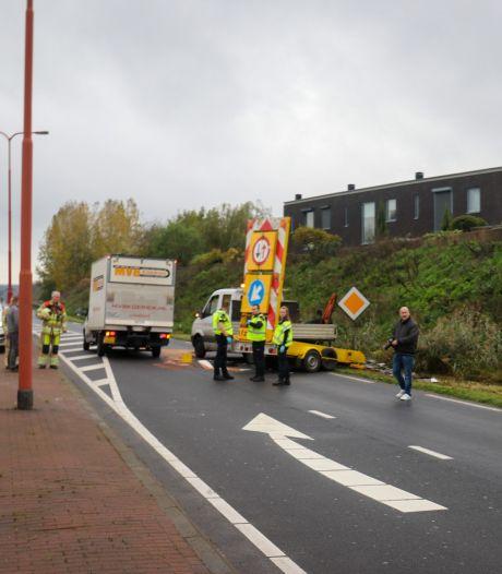 Bestelbus botst op pijlwagen in Veenendaal: wegwerker gewond