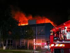 Zeker twintig bedrijven getroffen door grote brand: 'Beetje brandschade, maar enorme waterschade'