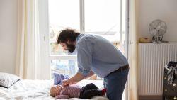 Tweederangsouder of méér? Expert licht toe welke rol de vader speelt tijdens de eerste maanden van een kindje
