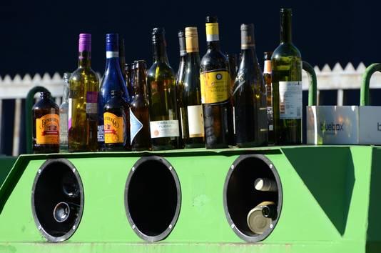 Volle glasbakken na de feestdagen. Voor velen is 1 januari hét moment om ervoor te kiezen even alcohol te laten staan.