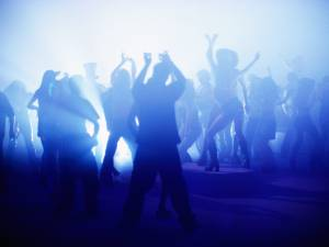 Les discothèques rouvriront le 9 juillet en France, les concerts debout reprendront le 30 juin