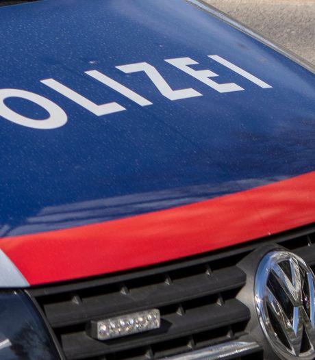Twee doden in overvol busje met migranten, politie Oostenrijk opent klopjacht op chauffeur