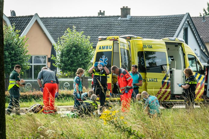 Het ongeluk gebeurde ter hoogte van de Groenewoudseweg tussen Cothen en Wijk bij Duurstede.