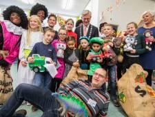 Kinderen geven speelgoed weg om hebberigheid tegen te gaan