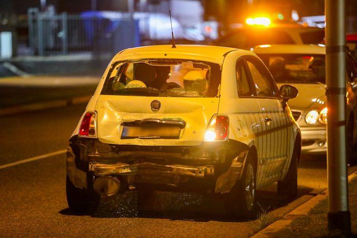 De klap was zo hard dat ook de Fiat van de vrouw fors beschadigd raakte bij het ongeluk.