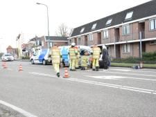 Ouderen uit busje bevrijd na botsing in Woerden