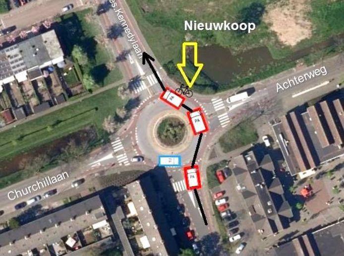 In Nieuwkoop is een hoogzwangere vrouw op een bakfiets ten val gekomen door toedoen van een 'agressieve en asociale' automobiliste. Het ongeluk gebeurde op de rotonde van de Kennedylaan/Churchilllaan/Achterweg.