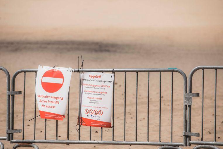Ook vorig jaar werd de vijver in de Sahara in Lommel afgezet met nadarhekken. Beeld Karolien Coenen