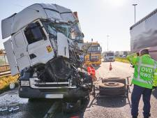 Gewonde bij ongeluk met drie vrachtwagens en auto op A16 bij Breda
