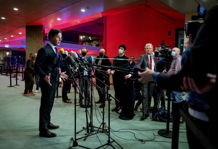 VVD-lijsttrekker Mark Rutte reageert in de Tweede Kamer op de uitslagen voor de Tweede Kamerverkiezingen.  Beeld ANP