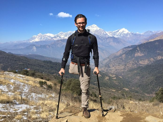 Bas van der Voort trotseerde met zijn krukken de bergen in het Annapurnamassief in Nepal.