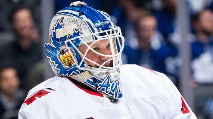 Sprookje in Toronto: 42-jarige ijsdweiler valt in tijdens NHL-wedstrijd en wordt grote held