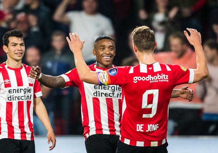 Luuk de Jong en Steven Bergwijn zoeken elkaar op na de 2-0 van Luuk de Jong. Beeld Jiri Büller