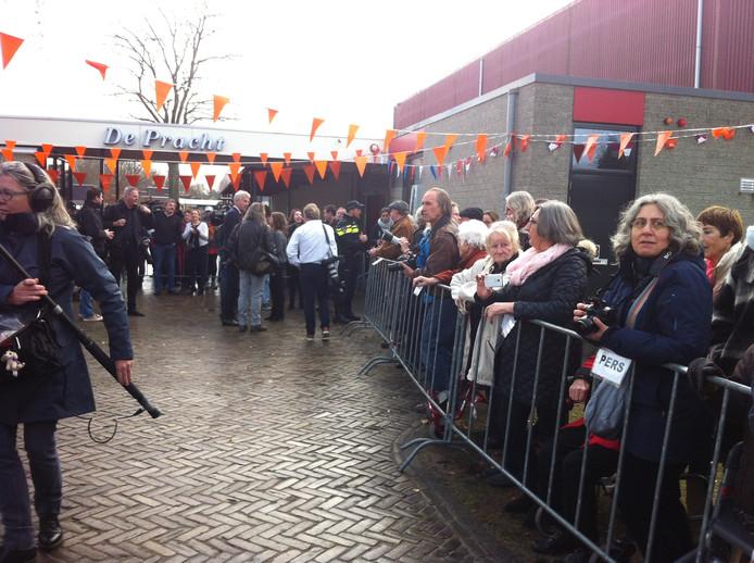 Kinderen in Aalst staan te wachten op koningin Máxima