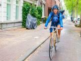 Utrechtse Karen Poot fietst bidbook Songfestival in een uurtje naar Hilversum