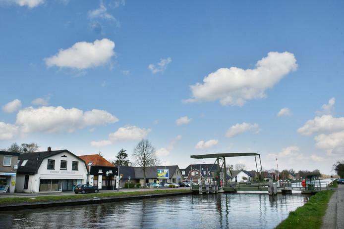 Tal van huizen langs kanaal Almelo - de Haandrik zijn beschadigd.