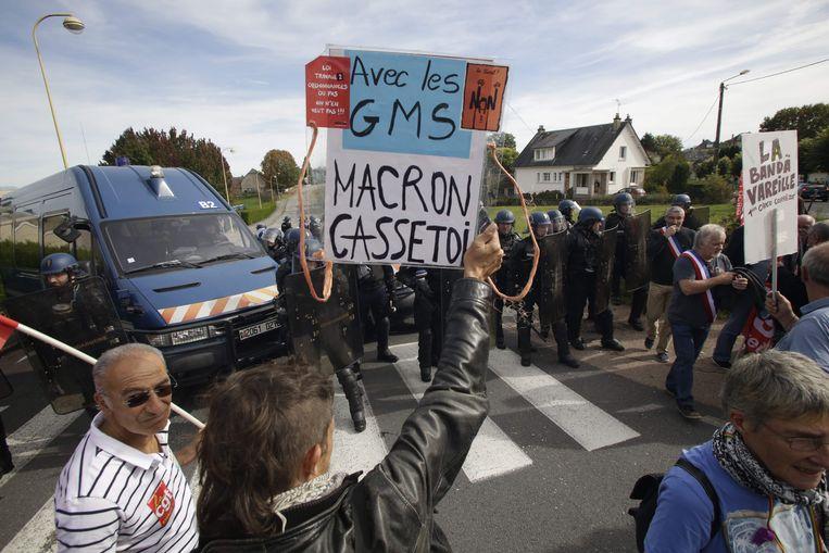 Medewerkers van het bedrijf GMS protesteren in Egletons (Corrèze), op 4 oktober 2017. Beeld AFP