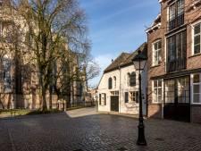 Sint Janskerkhof gaat ook met paaltje dicht voor doorgaand verkeer