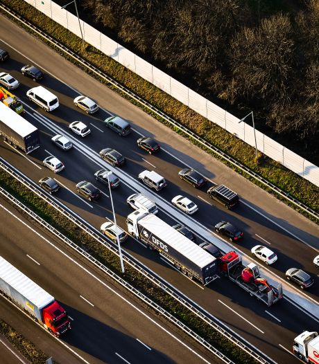 Verkeerschaos in en rond Rotterdam door afsluitingen Beneluxtunnel en Erasmusbrug