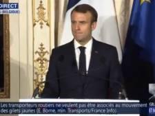 Interpellé à propos des gilets jaunes, Macron refuse de répondre