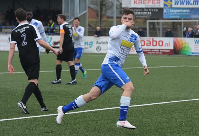 Rik Impens juicht à la Paulo Dybala na één van zijn treffers voor Hoek. Vorig seizoen was hij in de derde divisie goed voor 18 goals.