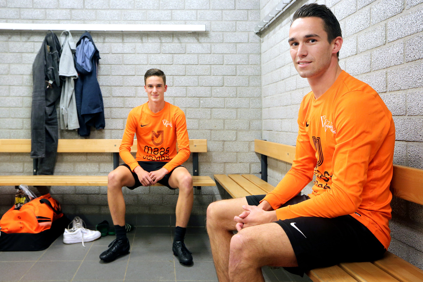 """Bart van den Broek (rechts): ,,Van de gezelligheid zoals bij Italië, ga je daadwerkelijk beter spelen."""""""