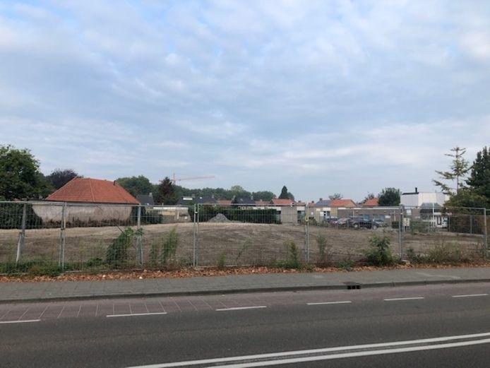 Op deze plek aan de Iepenlaan in Veghel stond het kantoorgebouw van woningcorporatie Area. Dit is gesloopt en er komen woningen.
