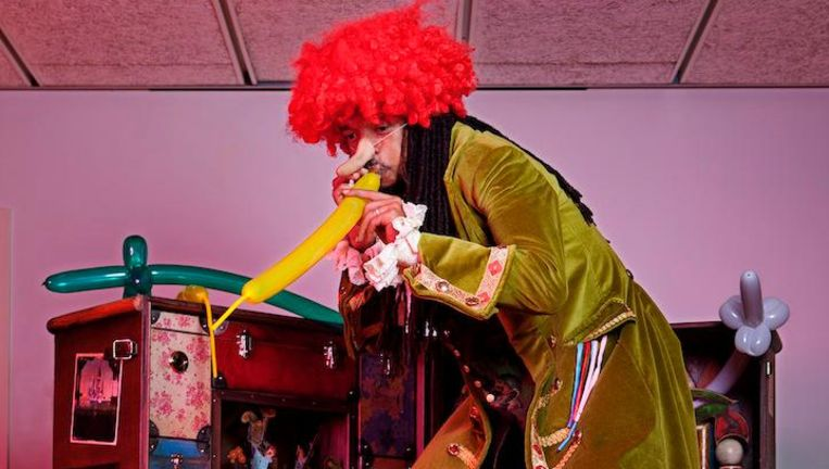 Ik ben een van de weinige clowns van Surinaamse afkomst mét dreadlocks Beeld Mark van der Zouw