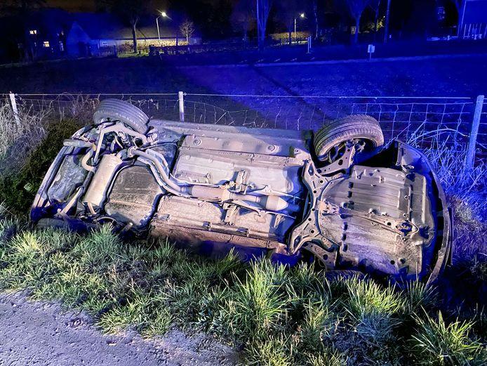 De automobilist belandde met zijn auto in de sloot.