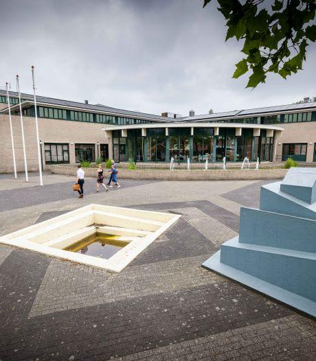 Veel irritatie over 'groot gat' voor gemeentehuis in Emmeloord, maar aanpakken mag niet