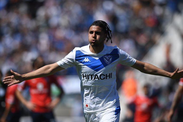 Maxi Romero scoort namens Vélez Sarsfield.