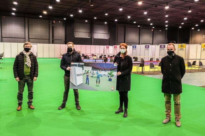 Naast Brecht Kets (tweede van links) van Greygin zakten ook de drie betrokken burgemeesters maandagmiddag naar VAXPO af: Alain Top van Harelbeke, Ruth Vandenberghe van Kortrijk en Francis Benoit van Kuurne.