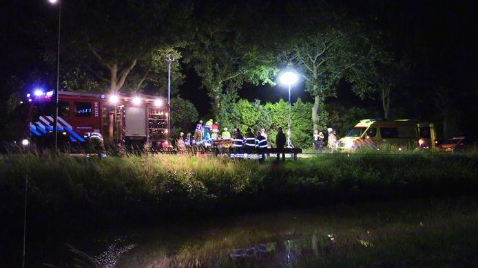 Door de beschadiging van het voertuig en de plek hadden de hulpverleners een uur nodig om de man te bevrijden uit zijn auto.