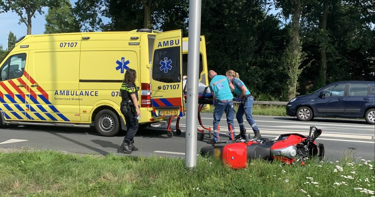 Motorrijder gewond door aanrijding met bestelwagen.